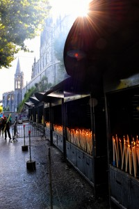 Lourdes Kerzen Grotte Massabielle Kirche Eglise Christen christlich